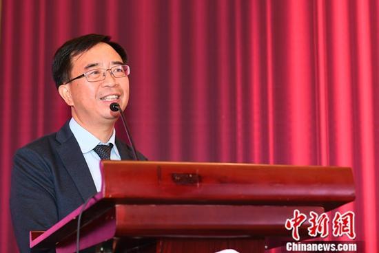 图为实验类的获奖人中国科学技术大学教授潘建伟发表获奖感言。中新社记者 韩苏原 摄