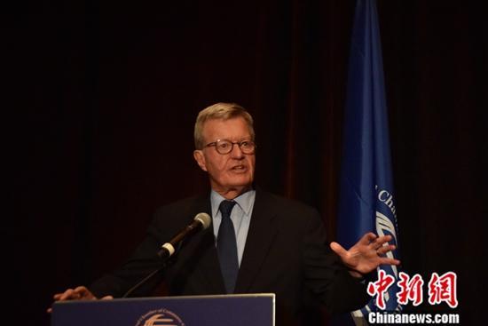 图为前任美国驻中国大使博卡斯发言。中新社记者 沙晗汀 摄