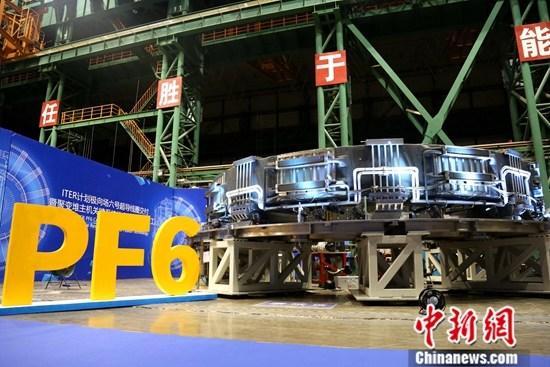 9月20日,总重高达400吨,相当于两架波音747飞机重量的国际热核聚变实验堆(ITER)计划首个大型超导磁体线圈——极向场6号线圈(PF6线圈)在安徽合肥竣工交付,将通过海运方式运送至法国ITER现场。中新社发 王天昊 摄