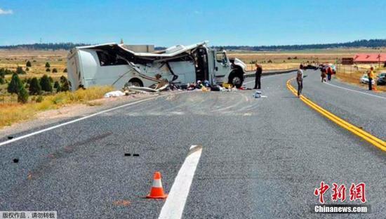 当地时间2019年9月20日,一辆载有中国游客的大巴车当地时间20日在美国犹他州南部的布莱斯峡谷国家公园附近发生严重车祸,造成至少4人死亡,多人重伤。