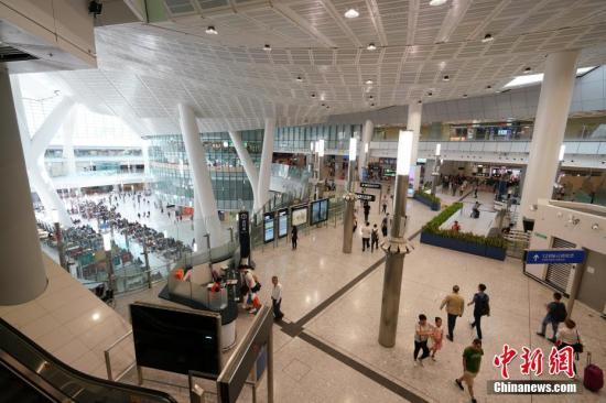 """高铁香港段通车一周年 港人赞""""一小时生活圈""""已形成"""
