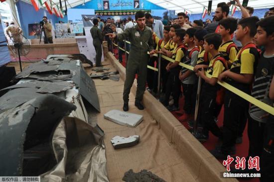 """当地时间9月21日,伊朗德黑兰,伊朗首次对外公开展出历年来击落和捕获的美国无人机,其中最引人瞩目的为今年6月20日击落的美国RQ-4""""全球鹰""""无人机。伊朗伊斯兰革命卫队总司令侯塞因·萨拉米出席当天仪式并发表讲话。"""