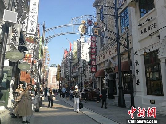 图为9月21日拍摄的片子小镇街景。a target='_blank' href='http://www.chinanews.com/'中新社/a记者 董飞 摄