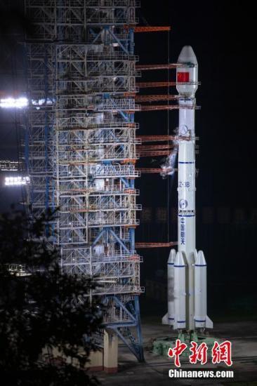9月23日,中国成功发射第47、48颗北斗导航卫星。 张文军/摄