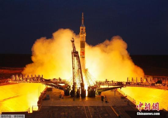 """2019年9月25日,哈萨克斯坦拜科努尔,搭载""""联盟MS-15""""载人飞船的""""联盟-FG""""火箭助推器发射升空。"""