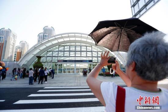 9月26日,北京轨道交通大兴国际机场线注册试运营,完结大兴国际机场和北京市中心半小时交通圈的出行方针。记者 富田 摄