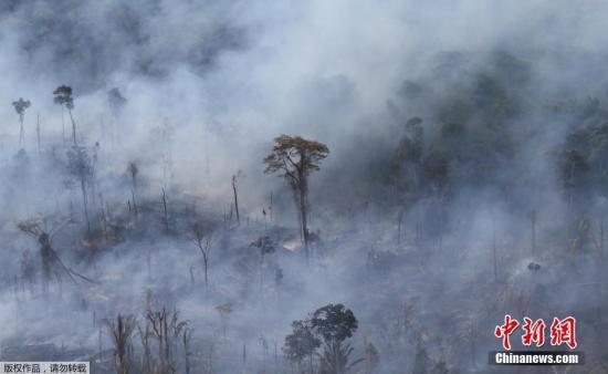 资料图:巴西帕拉州Itaituba,亚马孙雨林大火持续,浓烟滚滚。
