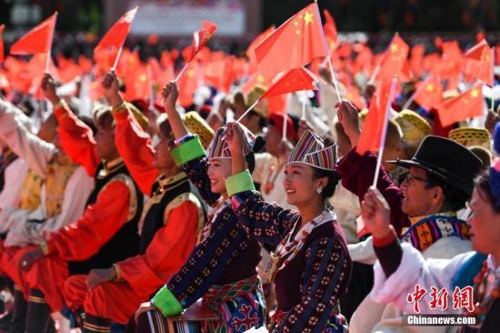 9月29日,西藏自治区庆祝中华人民共和国成立70周年大会在拉萨布达拉宫广场举行。<a target='_blank' href='http://www.chinanews.com/'>中新社</a>记者 何蓬磊 摄