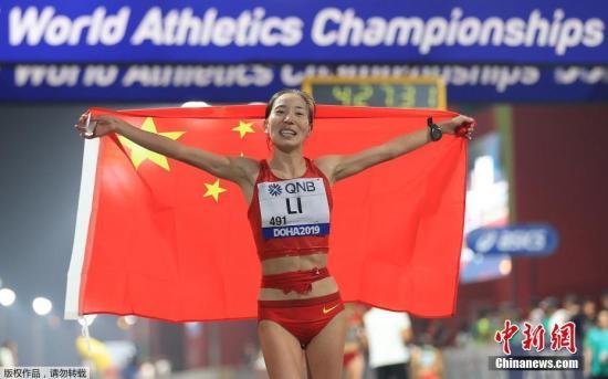 圖為李毛措以4小時26分40秒獲得亞軍。