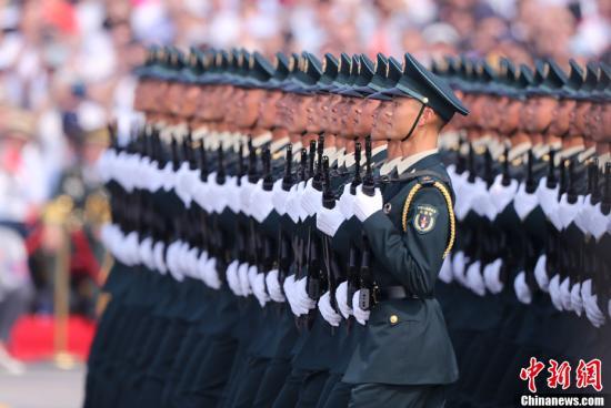 图为受阅的火箭军方队。中新社记者 杜洋 摄