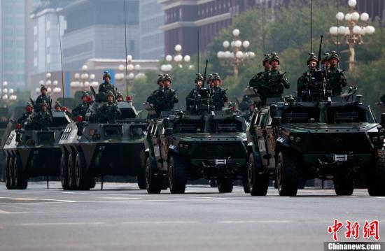 图为武警反恐突击方队接受检阅。<a target='_blank' href='http://www.chinanews.com/'>中新社</a>记者 汤彦俊 摄