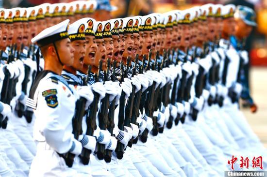 资料图:参加国庆阅兵的受阅部队。<a target='_blank' href='http://www.chinanews.com/'>中新社</a>记者 富田 摄