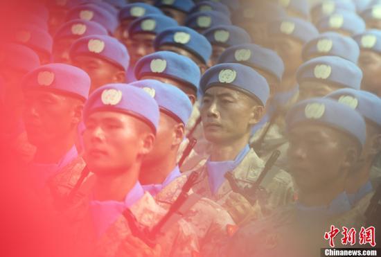 资料图:庆祝中华人民共和国成立70周年大会上受阅的维和部队方队。中新社记者 毛建军 摄