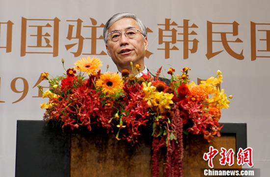 9月30日晚,中国驻韩国大使馆在首尔举行招待会,庆祝中华人民共和国成立70周年。图为中国驻韩国大使邱国洪致辞。中新社记者 曾鼐 摄