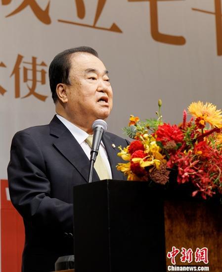 9月30日晚,中国驻韩国大使馆在首尔举行招待会,庆祝中华人民共和国成立70周年。图为韩国国会议长文喜相致辞。中新社记者 曾鼐 摄