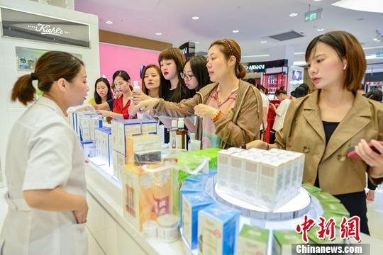China resort island Hainan sees growing holiday revenue