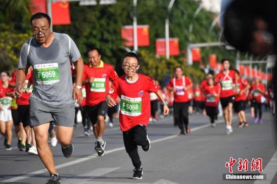 资料图:参加马拉松比赛的跑友。<a target='_blank' href='http://www.redpoesia.com/'>中新社</a>记者 刘冉阳 摄