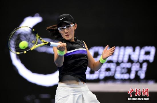 资料图:中国选手郑赛赛在比赛中回球。 <a target='_blank' href='http://www.chinanews.com/'>中新社</a>记者 侯宇 摄