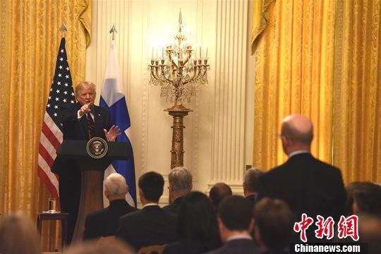 """资料图:当地时间10月2日,美国总统特朗普在白宫抨击对他的弹劾调查,称他与乌克兰总统泽连斯基的通话是""""完美""""的,国会民主党所为是一场""""最大的骗局""""。<a target='_blank' href='http://www.chinanews.com/'>中新社</a>记者 陈孟统 摄"""