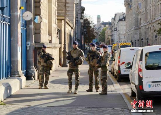 内地时间2019年10月3日,巴黎警员总部遭遇袭击,4人遇害;凶手是警员总部员工,持刀行凶,已被警方击毙。/p中新社记者 李洋 摄