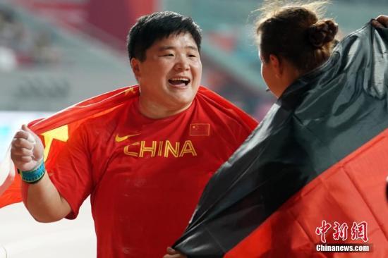 资料图:巩立姣在夺冠后庆祝。<a target='_blank' href='http://www.chinanews.com/'>中新社</a>记者 泱波 摄