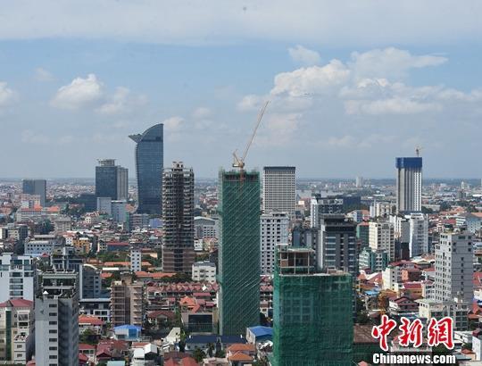 10月5日,建设中的柬埔寨金边市区。中新社记者 黄耀辉 摄