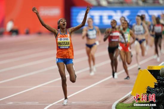 资料图:在卡塔尔多哈举行的2019国际田联世界田径锦标赛女子1500米决赛中,荷兰选手哈桑以3分51秒95的新赛会纪录成绩夺冠。 /p中新社记者 泱波 摄