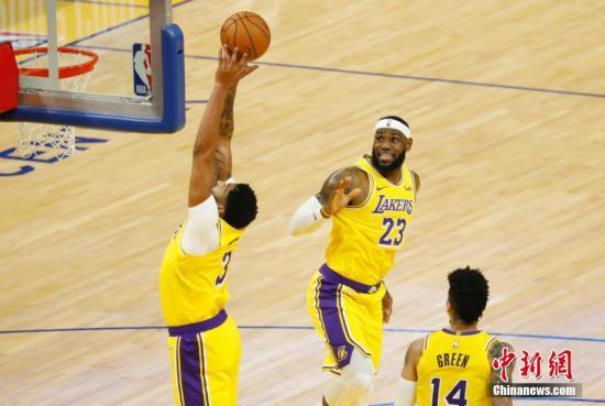 NBA:詹姆斯三双湖人大逆转 海沃德39分绿军5连胜