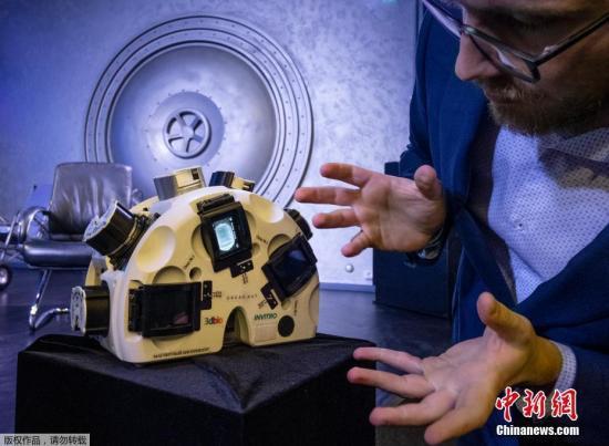 當地時間10月9日,俄羅斯莫斯科,Bioprinting Solutions公司在新聞發佈會上展示瞭3D生物打印技術,該技術旨在利用微重力環境下的磁場創造牛肉、兔子和魚的組織。這項由美國、俄羅斯和以色列公司參與的國際合作實驗於2019年9月進行,由俄羅斯奧列格·斯基裡波卡(Oleg Skripochka)在空間站執行。