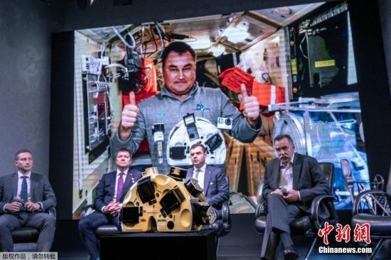 當地時間10月9日,俄羅斯莫斯科,Bioprinting Solutions公司在新聞發布會上展示了3D生物打印技術,該技術旨在利用微重力環境下的磁場創造牛肉、兔子和魚的組織。這項由美國、俄羅斯和以色列公司參與的國際合作實驗于2019年9月進行,由俄羅斯奧列格·斯基里波卡(Oleg Skripochka)在空間站執行。