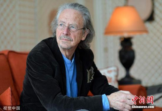 当地时间2019年10月10日,瑞典斯德哥尔摩,瑞典文学院宣布,将2019年诺贝尔文学奖授予彼得・汉德克(Peter Handke)。图为彼得・汉德克(Peter Handke)资料图片。图片来源:视觉中国