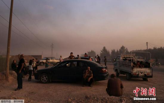 克日,正在停止数小时空袭战炮水进犯后,土耳其戎行经由过程4条道路进进道利亚疆域乡镇推斯艾果战泰勒艾卜耶德。