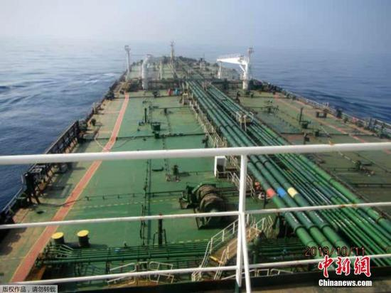 伊朗石油部官方網站Shana稱,該油輪發生爆炸很可能因為受到了導彈攻擊。美聯社援引伊朗國家通訊社報道稱,該油輪的所有者表示,這艘油輪或在沙特海岸附近被2枚火箭擊中。(資料圖)