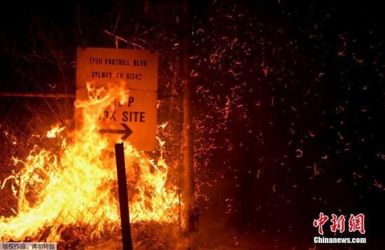 美加州山火致大面积停电 一男子心脏病发身亡