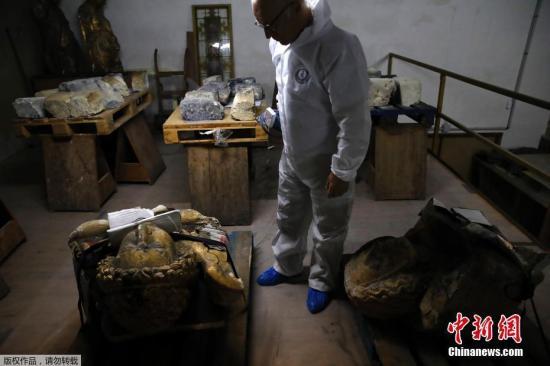 当地时间10月9日,法国政府历史古迹研究实验室的科学家正在争分夺秒地研究如何安全地修复巴黎圣母院,识别其中存在的危险。