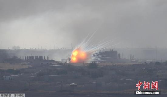 本地工夫10月12日,从土耳其疆域能够看到,道利亚乡镇推斯埃恩发作爆炸,降起滔滔浓烟。据媒体报导,土耳其戎行9日正在道利亚北部对库我德武拆倡议军事动作以去,已形成多名布衣逝世伤、约10万布衣遁离故里。