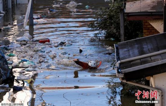"""日媒:台风""""海贝思""""登陆日本河川泛滥 已致8人死"""
