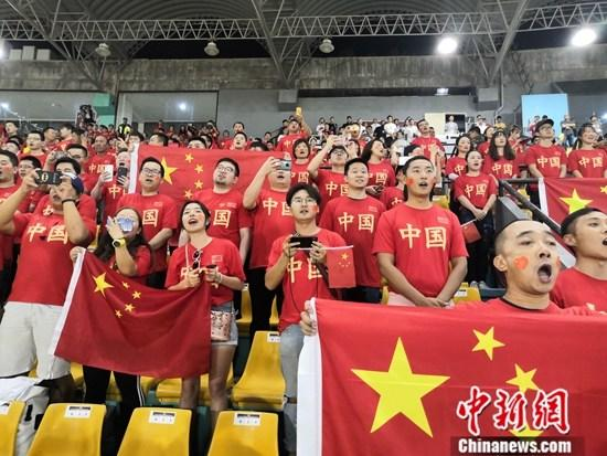 资料图:客战菲律宾时的中国球迷们。<a target='_blank' href='http://vyif.cn/'>中新社</a>发 梁钰 摄