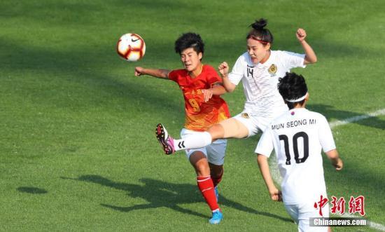 10月17日,止您八一足3:0打敗韓國隊。當日,正在武漢齊平易近健身足球場,第七屆天下軍運會賽事開挨,止您八一足打敗韓國隊博得開門白。 周毅 攝