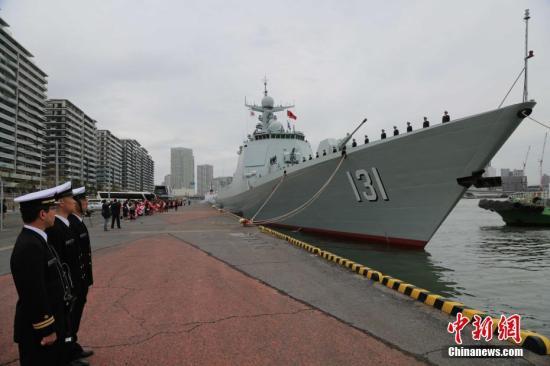中国海军太原舰返航途中与日本海上自卫队舰艇开展联合训练