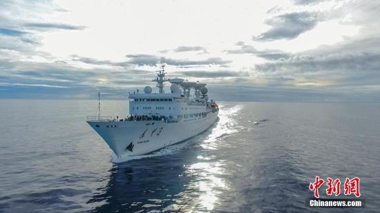原料图:实走海上测控义务的远看3号船。 中新社发 周云东 摄