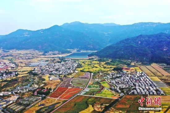 资料图:秀美乡村。刘占昆 摄
