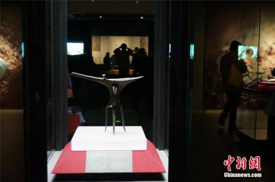 图为乳钉纹青铜爵,是二里头时期的核心礼器,也是二里头夏都遗址博物馆镇馆之宝。 韩章云 摄
