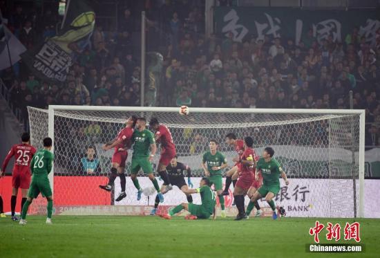 资料图:2019赛季中超联赛北京国安主场0:2不敌上海海港。中新社记者 毛建军 摄