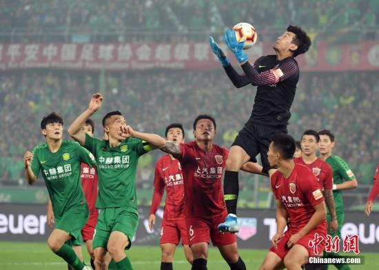致敬抗疫英雄!上海上港邀抗疫医护人员观光球场