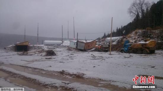 当地时间10月19日,俄罗斯克拉斯诺亚尔斯克边疆区一座水坝发生垮塌事故,目前已造成15人死亡、多人失踪。