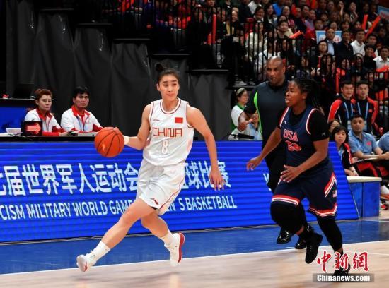 10月21日,第七届世界军人运动会女篮第三轮比赛在武汉举行。中国八一女篮以119:71击败美国队,斩获了开赛以来的三连胜。<a target='_blank' href='http://www.chinanews.com/'>中新社</a>记者 安源 摄