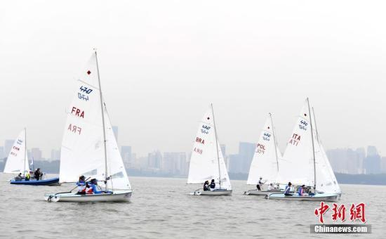 军运会运动员竞逐武汉东湖:享受比赛和美景