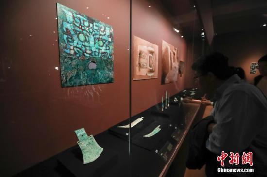 资料图:观众参观博物馆。中新社记者 贾天勇 摄