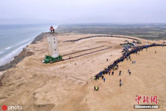 """丹麦这座百年灯塔开放了!曾因海岸侵蚀紧急""""搬家"""""""